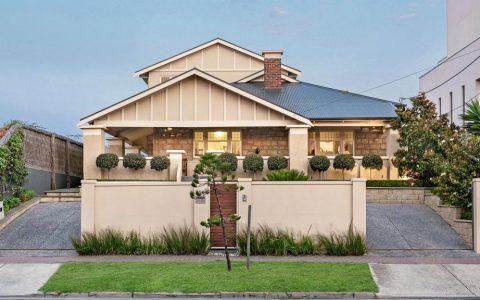 精明的卖家在购买Henley Beach South房屋六个月后,以24.5万元的利润甩卖了该房屋