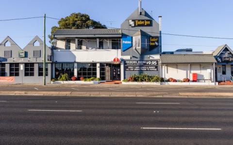 墨尔本酒吧销售设定了新的收益率基准