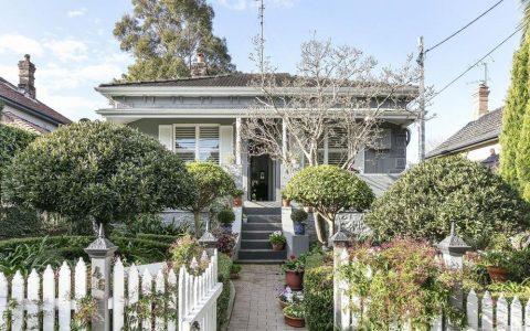 德拉莫恩的特色房屋在疯狂的拍卖中卖出了比指导价高70万元的价格