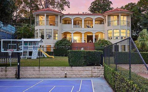 文化王后Tahnee Beard以495万元的价格出售阿什莫尔的豪宅,Suburbs的记录为