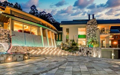 """黄金海岸社会名流列出 """"六星级 """"豪宅,并拥有自己的夜总会"""