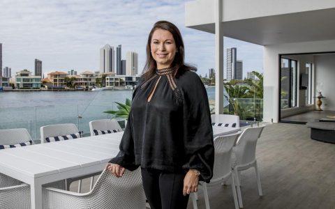 妮可-布里克内尔卸下克罗宁岛的豪宅以换取海量资金