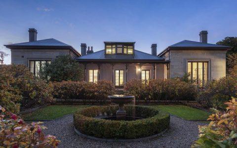 华丽的南霍巴特砂岩住宅卖给南澳买家