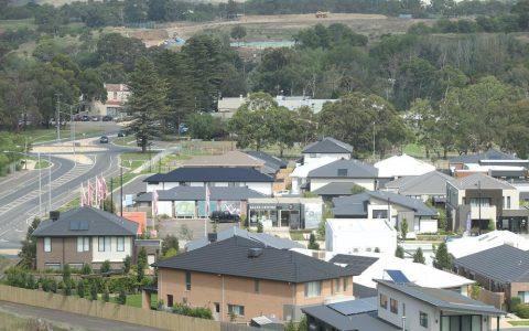 投资者在吉隆附近获得未来城镇中心的场地