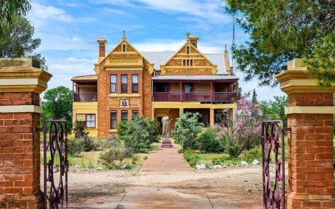 彼得伯勒具有多彩历史的豪宅几十年来首次售出