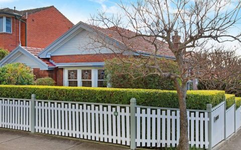 悉尼拍卖会阿博斯福的房子在拍卖会上以高于底价64万澳元成交