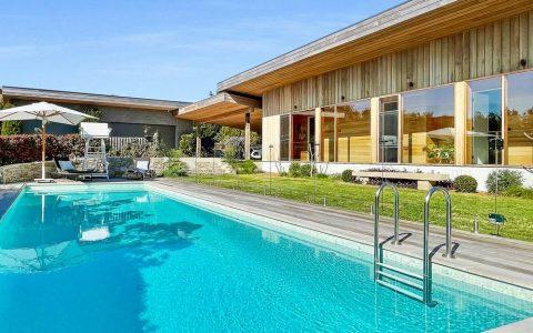 微风拂面的玛莎山别墅有活门酒窖和游泳池