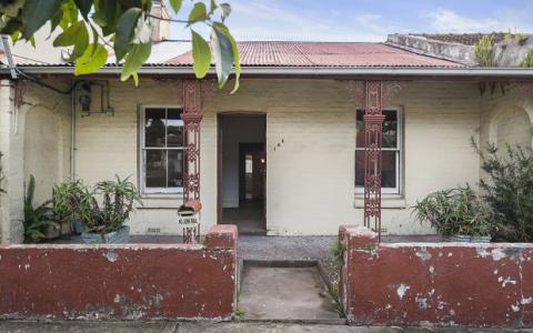 悉尼破旧的别墅以高出底价40万元的价格售出