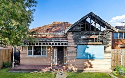 被火烧毁的索恩伯里房屋在火热的拍卖中以150多万元成交