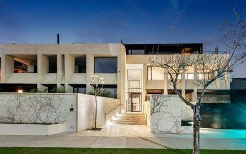 带排屋泳池和1000瓶酒窖的Toorak顶层公寓在近900万元的场外交易中售出