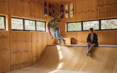 冲浪冠军米克-范宁买下黄金海岸滑板坡道房屋