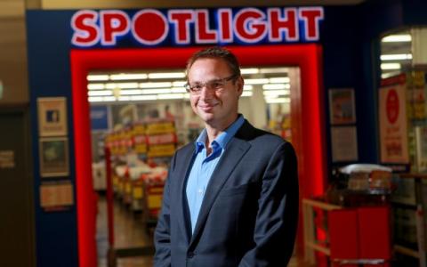 聚光灯在墨尔本西部达成大型仓库交易
