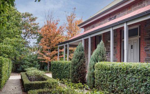 已故澳大利亚著名艺术家约翰-多伊的故居以253万元的价格易手