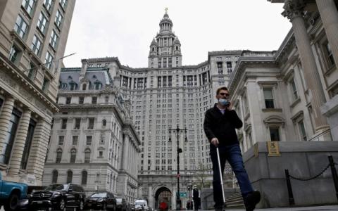 随着城市工人的回归,纽约逐渐接近大流行前的生活