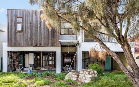 有机会将未完成的坦尼森豪宅变成你梦想的海滨家园