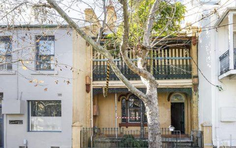 悉尼拍卖会你无法居住的木板残骸卖出了数百万的价格