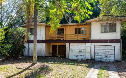 """无法居住的 """"黄金海岸 """"房屋将被拍卖"""