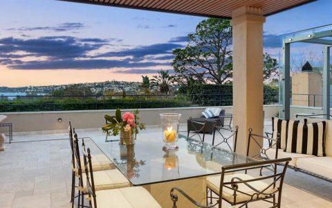 贝尔维尤山的豪宅有多种餐饮选择,适合COVID后的聚会和屋顶游泳池