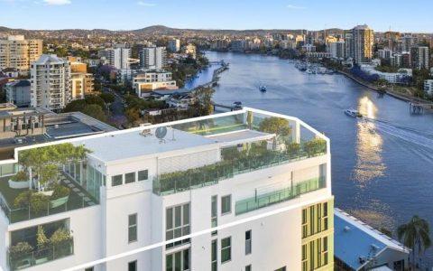 今天的拍卖布里斯班最好的顶层公寓落槌 - 斑马和所有的人